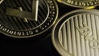 Roterende opname van Bitcoins (digitale cryptocurrency) - BITCOIN LITECOIN 287