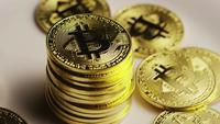 Roterende opname van Bitcoins (digitale cryptocurrency) - BITCOIN 0179