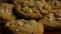 Rotation cinématique de biscuits sur une assiette - BISCUITS 333