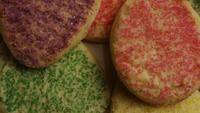 Rotation cinématique de biscuits sur une assiette - BISCUITS 302