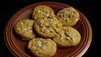 Tournage cinématographique et rotatif de biscuits sur une assiette - BISCUITS 328