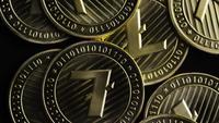 Roterande skott av Bitcoins (digital cryptocurrency) - BITCOIN LITECOIN 231