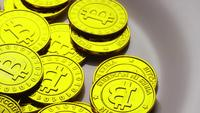 Roterende opname van Bitcoins (digitale cryptocurrency) - BITCOIN 0231