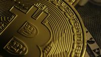 Roterende opname van Bitcoins (digitale cryptocurrency) - BITCOIN 0192
