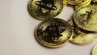 Roterende opname van Bitcoins (digitale cryptocurrency) - BITCOIN 0170