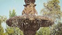 Fontaine dans le parc public EYED2346