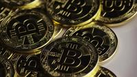 Roterende opname van Bitcoins (digitale cryptocurrency) - BITCOIN 0305