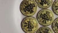 Roterende opname van Bitcoins (digitale cryptocurrency) - BITCOIN 0246