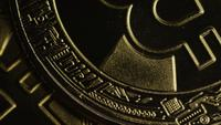 Roterende opname van Bitcoins (digitale cryptocurrency) - BITCOIN 0386