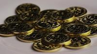 Drehende Aufnahme von Bitcoins (digitale Kryptowährung) - BITCOIN 0316