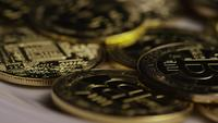 Roterende opname van Bitcoins (digitale cryptocurrency) - BITCOIN 0413