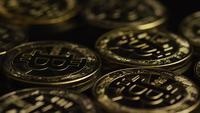 Roterende opname van Bitcoins (digitale cryptocurrency) - BITCOIN 0488