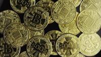 Roterende opname van Bitcoins (digitale cryptocurrency) - BITCOIN 0573