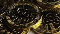 Roterende opname van Bitcoins (digitale cryptocurrency) - BITCOIN 0306