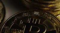 Roterende opname van Bitcoins (digitale cryptocurrency) - BITCOIN 0436