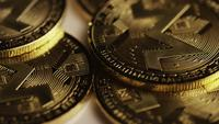 Roterende opname van Bitcoins (digitale cryptocurrency) - BITCOIN MONERO 067