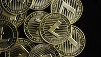 Roterende opname van Bitcoins (digitale cryptocurrency) - BITCOIN LITECOIN 229