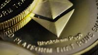 Roterende opname van Bitcoins (digitale cryptocurrency) - BITCOIN ETHEREUM 151