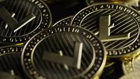 Roterende opname van Bitcoins (digitale cryptocurrency) - BITCOIN LITECOIN 251