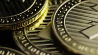 Roterende opname van Bitcoins (digitale cryptocurrency) - BITCOIN LITECOIN 254