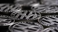 Drehende Aufnahme von Bitcoins (digitale Kryptowährung) - BITCOIN LITECOIN 408