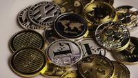 Drehende Aufnahme von Bitcoins (digitale Kryptowährung) - BITCOIN MIXED 062