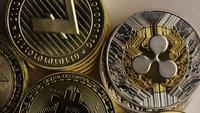 Drehende Aufnahme von Bitcoins (digitale Kryptowährung) - BITCOIN MIXED 009