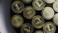Rotierende Aufnahme von Bitcoins (digitale Kryptowährung) - BITCOIN LITECOIN 269