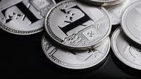Rotierende Aufnahme von Bitcoins (digitale Kryptowährung) - BITCOIN LITECOIN 482