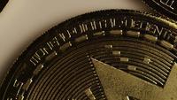 Roterande skott av Bitcoins (Digital Cryptocurrency) - BITCOIN MONERO 012