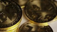 Roterande skott av Bitcoins (Digital Cryptocurrency) - BITCOIN MONERO 144