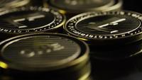 Roterande skott av Bitcoins (digital cryptocurrency) - BITCOIN LITECOIN 296