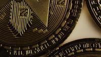 Tiro giratorio de Bitcoins (criptomoneda digital) - BITCOIN MONERO 010
