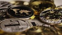Drehende Aufnahme von Bitcoins (digitale Kryptowährung) - BITCOIN MIXED 090