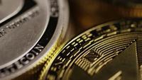 Rotierende Aufnahme von Bitcoins (digitale Kryptowährung) - BITCOIN MIXED 030