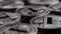 Rotierende Aufnahme von Bitcoins (digitale Kryptowährung) - BITCOIN LITECOIN 467