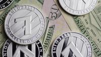Drehende Aufnahme von Bitcoins (digitale Kryptowährung) - BITCOIN LITECOIN 597