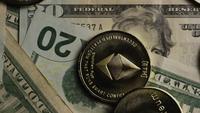 Roterande skott av Bitcoins (digital cryptocurrency) - BITCOIN ETHEREUM 198