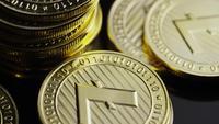 Roterande skott av Bitcoins (digital kryptokurrency) - BITCOIN LITECOIN 353