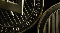 Drehende Aufnahme von Bitcoins (digitale Kryptowährung) - BITCOIN LITECOIN 277