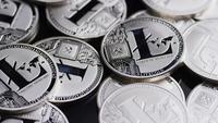 Rotierende Aufnahme von Bitcoins (digitale Kryptowährung) - BITCOIN LITECOIN 481