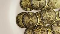 Roterende opname van Bitcoins (digitale cryptocurrency) - BITCOIN MONERO 048