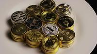 Roterende opname van Bitcoins (digitale cryptocurrency) - BITCOIN MIXED 015