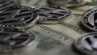 Foto giratoria de Bitcoins (criptomoneda digital) - BITCOIN LITECOIN 618