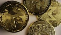 Roterende opname van Bitcoins (digitale cryptocurrency) - BITCOIN MONERO 132