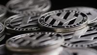 Roterende opname van Bitcoins (digitale cryptocurrency) - BITCOIN LITECOIN 559