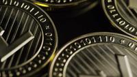 Roterende opname van Bitcoins (digitale cryptocurrency) - BITCOIN LITECOIN 211