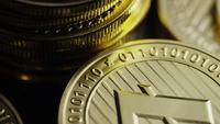 Roterende opname van Bitcoins (digitale cryptocurrency) - BITCOIN LITECOIN 355
