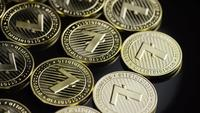 Roterende opname van Bitcoins (digitale cryptocurrency) - BITCOIN LITECOIN 204