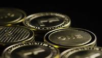 Roterende opname van Bitcoins (digitale cryptocurrency) - BITCOIN LITECOIN 300